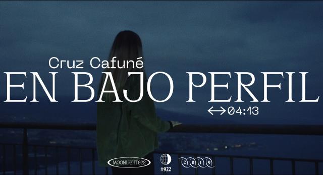 Cruz Cafuné – En Bajo Perfil